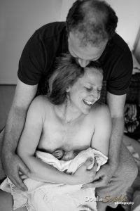 Upright-home-birth-with-doula-photographer